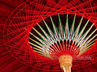 Parapluie rouge traditionnel